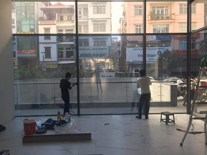 Dịch vụ cho thuê thợ dán kính chống nắng tại nhà